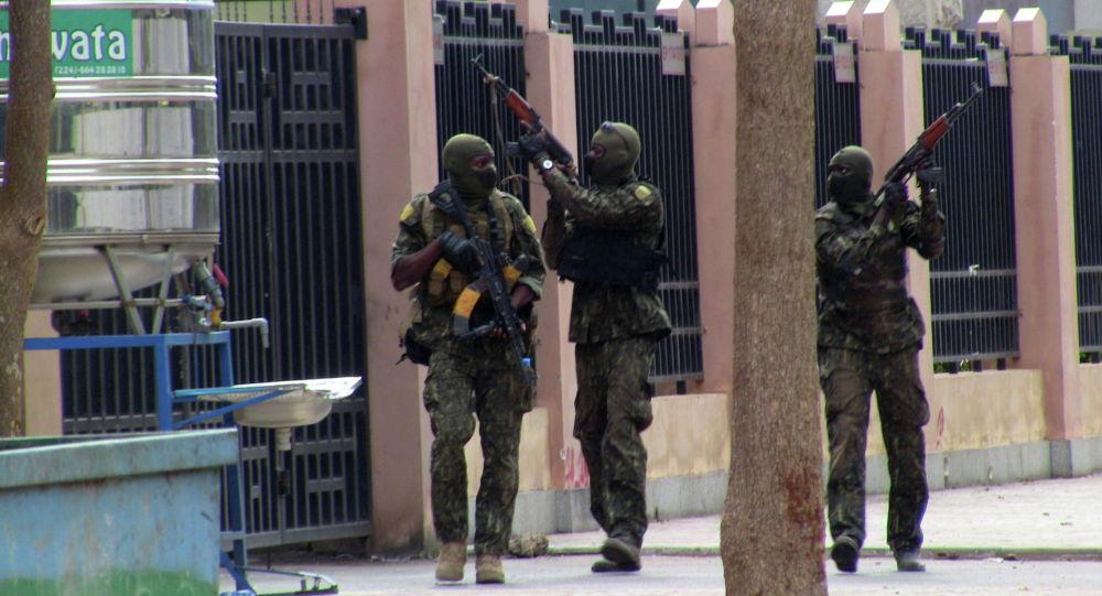 Спецназовцы во время восстания, которое привело к свержению президента в Конакри (Гвинея)