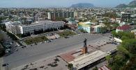 Вид на центральную площадь города Ош с высоты. Архивное фото