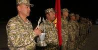 7-сентябрга караган түнү Кант авиабазасында Танк биатлонунда чемпион болгон кыргызстандыктарды тосуп алуу салтанаты өттү