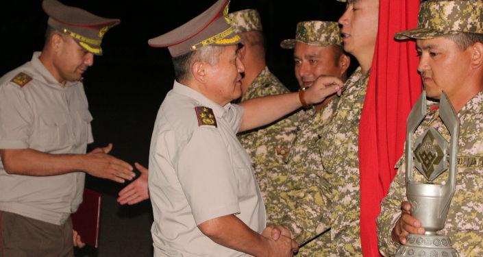 В ночь на 7 сентября на военной авиабазе Кант прошла церемония встречи военнослужащих Кыргызстана, которые приняли участие в международных армейских играх АрМИ-2021