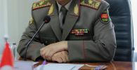 Генерал-майор наамындагы аскер. Архивдик сүрөт