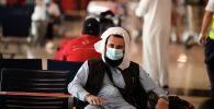 Гражданин Пакистана ждет в аэропорту. Архивное фото