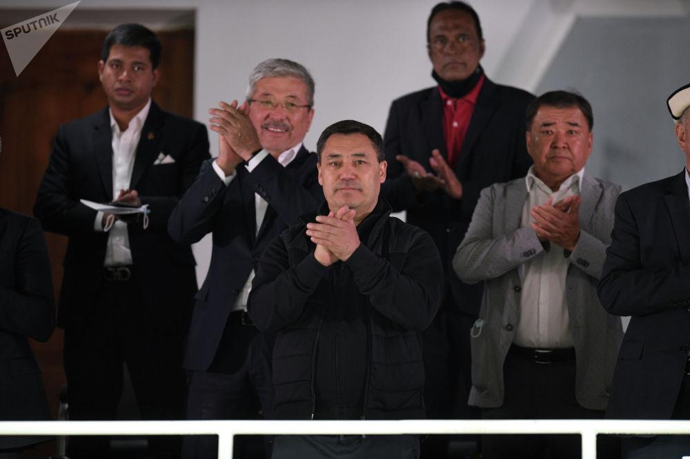 За сборную Кыргызстана приехал поболеть на стадион и президент Садыр Жапаров