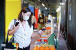 Девушка на презентации первой онлайн-платформы для женщин-предпринимательниц в Кыргызстане