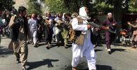 Солдаты Талибана во время демонстрации в Кабуле
