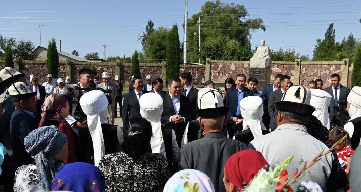 Президент Кыргызстана Садыр Жапаров во время встречи с жителями села Чырпыкты Иссык-Кульского района Иссык-Кульской области