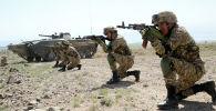 Солдаты и военная спецтехника во время учений Рубеж-2021 в Иссык-Кульской области