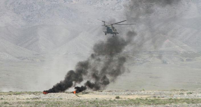 Вертолет во время учений Рубеж-2021 в Иссык-Кульской области. 09 сентября 2021 года