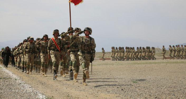 Солдаты и военная спецтехника во время учений Рубеж-2021 в Иссык-Кульской области. 09 сентября 2021 года
