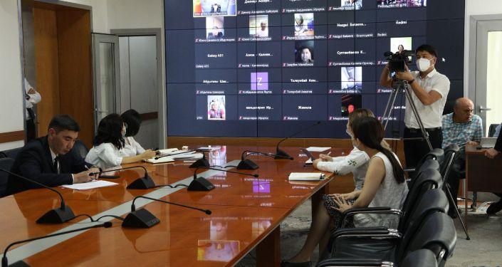 Видеоконференция Министра иностранных дел КР Руслана Казакбаева с представителями кыргызских общественных объединений, бизнес-ассоциаций, диаспоральных организаций и соотечественниками проживающими в России