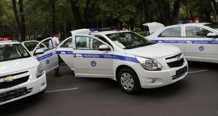Торжественная церемония вручения ключей, от новых служебных автомобилей региональным подразделениям МВД, Бишкек. 10 сентября 2021 года