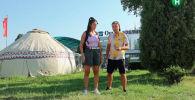 Съемочная группа популярного трэвел-шоу Орел и решка отправилась на юг Кыргызстана. В аэропорту Оша ведущую, которая по правилам шоу получила возможность тратить на отдых сколько угодно, встретило специальное сопровождение — внедорожник туристической милиции.