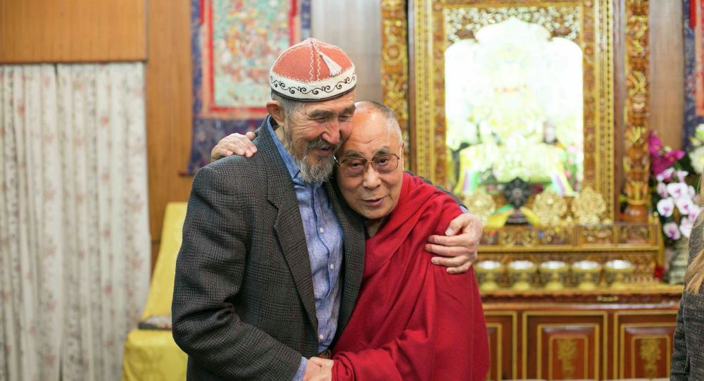 Кубатбек Жусубалиев Далай Лама менен. 2015-жыл
