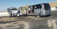 Столкновение двух автомобилей марок Honda (Stepwgn и Fit) произошло на 13-м километре трассы Исфана — Кайрагач.