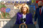 В Сети обсуждают странное поведение президента США — Джо Байден отвлекся на что-то и ушел во время выступления супруги Джилл Байден.