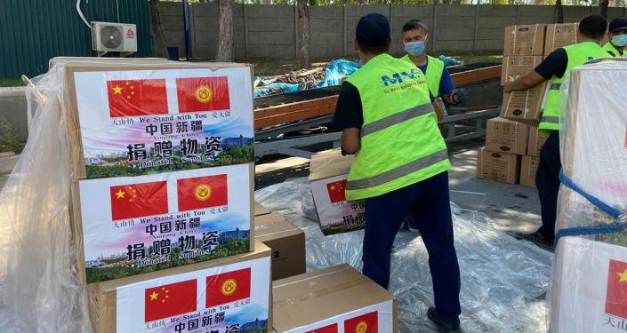 В Кыргызстан привезли гуманитарный груз из Китая