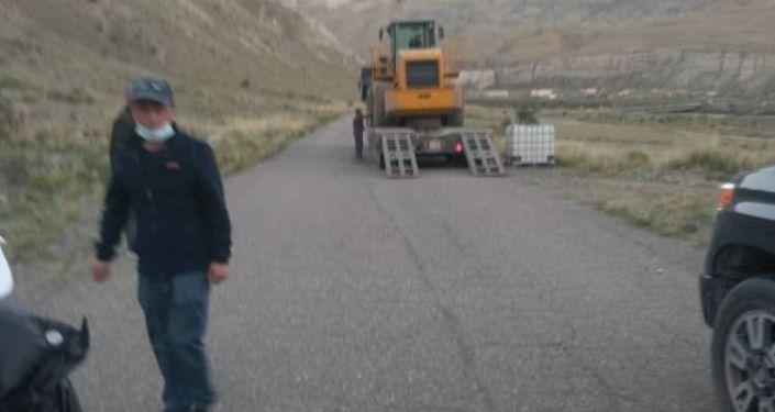 Строительная техника в заповеднике Сары-Чат — Ээр-Таш в Иссык-Кульской области, где неизвестные ведут строительство дороги