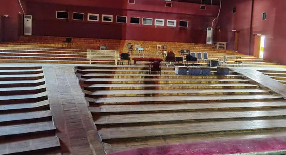 Бишкектеги Токтоболот Абдумомунов атындагы Кыргыз улуттук академиялык драма театрын оңдоо иштери. Архивдик сүрөт