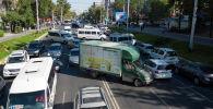В Бишкеке по улице Абдрахманова образовалась большая пробка в южном направлении