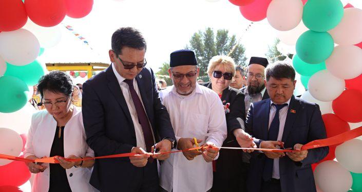Мэр Оша Алмаз Мамбетов на открытии детского сада Аймончок на 120 мест в Туранском муниципальном районе Оша