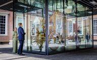 Король Нидерланд Виллем-Александр смотрит на Золотую Карету в музее Амстердама. Архивное фото