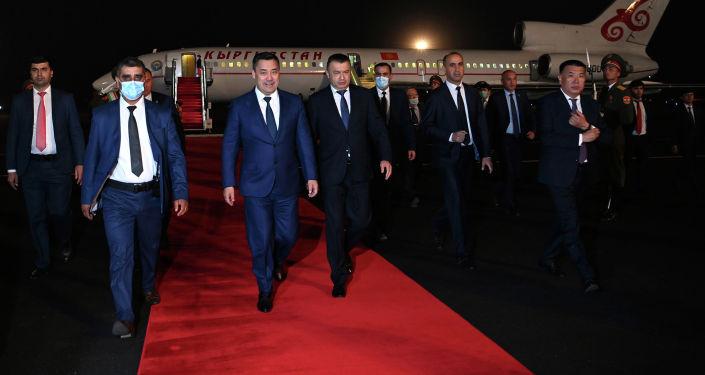 Президент Кыргызстана Садыр Жапаров прибывает в Душанбе для участия в сессии Совета коллективной безопасности ОДКБ и заседании Совета глав государств-членов ШОС