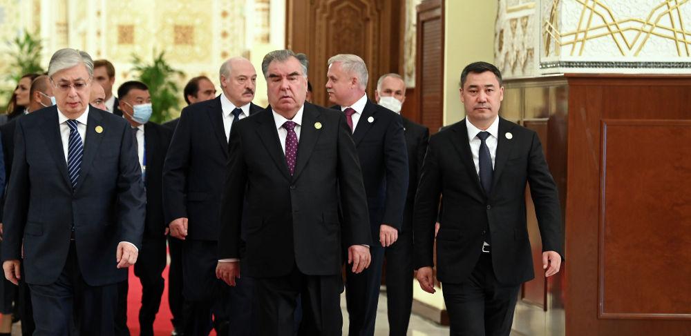 Главы стран участниц ОДКБ перед сессией Совета коллективной безопасности  во Дворце нации в Душанбе