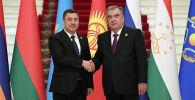 Кыргызстандын президенти Садыр Жапаров Тажикстандын жетекчиси Эмомали Рахмон менен жолугушуу учрунда