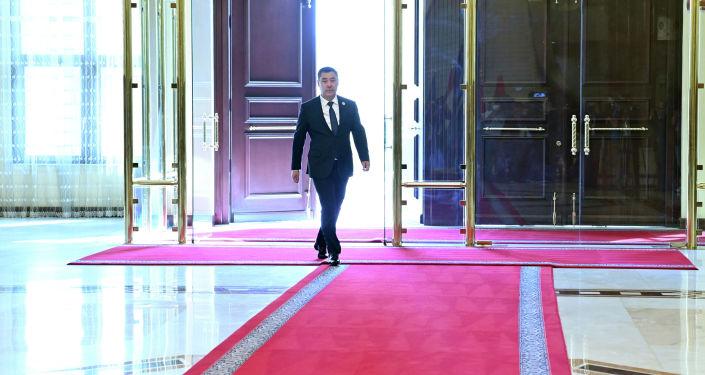 Президент Кыргызстана Садыр Жапаров прибывает во Дворец нации в Душанбе для участия в сессии Совета коллективной безопасности ОДКБ