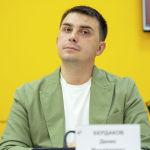Директор центра социально-политических исследований Эльчи, политолог Денис Бердаков в мультимедийном пресс-центре Sputnik Кыргызстан.
