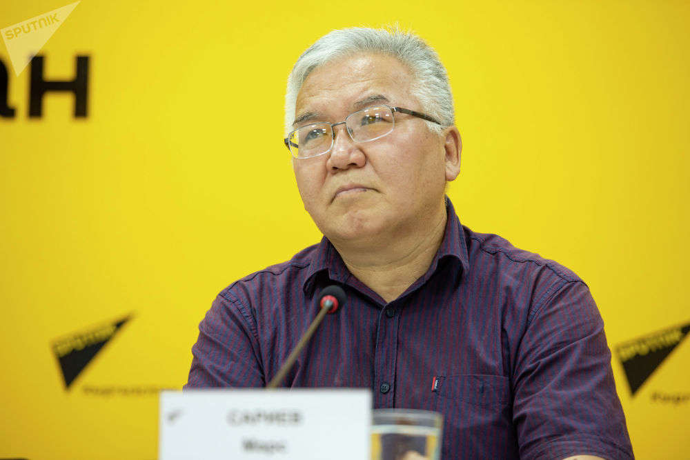 Политолог Марс Сариев в мультимедийном пресс-центре Sputnik Кыргызстан.