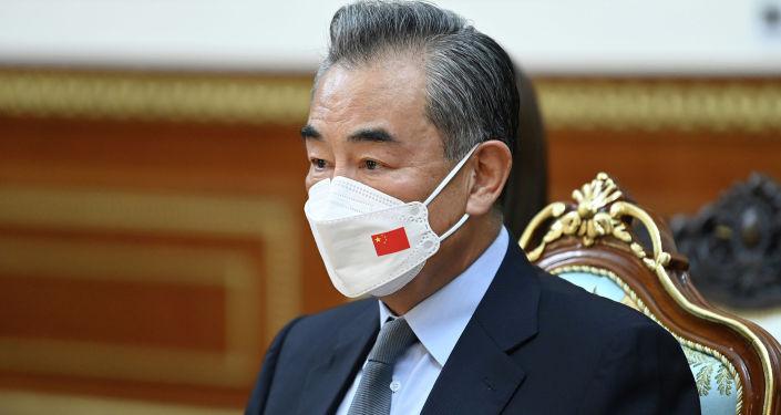 Член Государственного совета, министр иностранных дел Китайской Народной Республики Ван И во время встречи с президентом КР Жапаровым