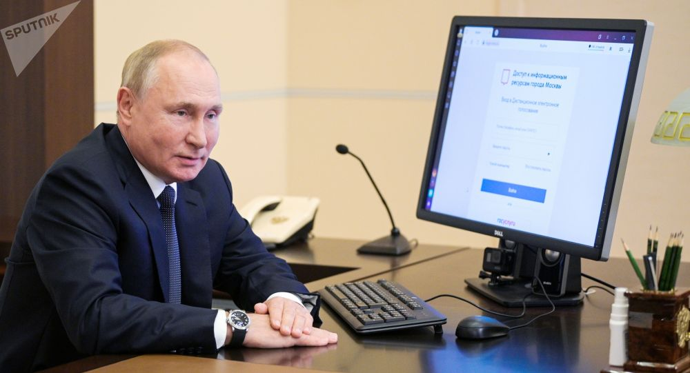 Владимир Путин Мамдуманын шайлоосуна электрондук система аркылуу добуш берди