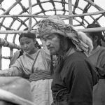 Кыргыз кыздары жана актёр Токон Дайырбеков