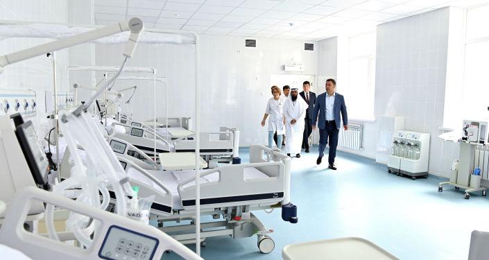 Президент Кыргызстана Садыр Жапаров на церемонии открытия нового корпуса отделения детской онкологии и онкогематологии, построенного на территории Национального центра охраны материнства и детства (НЦОМиД) в Бишкеке