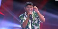 Наставники проекта отметили, что у кыргызстанца особый голос и тембр. Одна из них исполнила отрывок кыргызской песни.