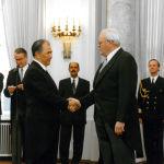 Кыргызстандын элчиси Жумагулов Германиянын президенти Роман Херсогго ишеним грамотасын тапшыруу учуру, 1998-жыл