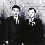 Кочкор-Атада иштеген жаш Жумагулов кесиптештери менен, 1971-жыл
