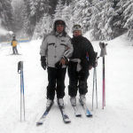 Лыжа тебүүнү жактырган пенсионер эс алуу маалында, 2005-жыл