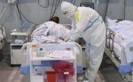 Врач осматривает пациента. Архивное ото