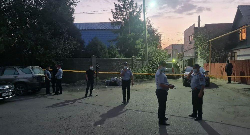 Алматы шаарында ок атуу болгон жердеги полиция кызматкерлери