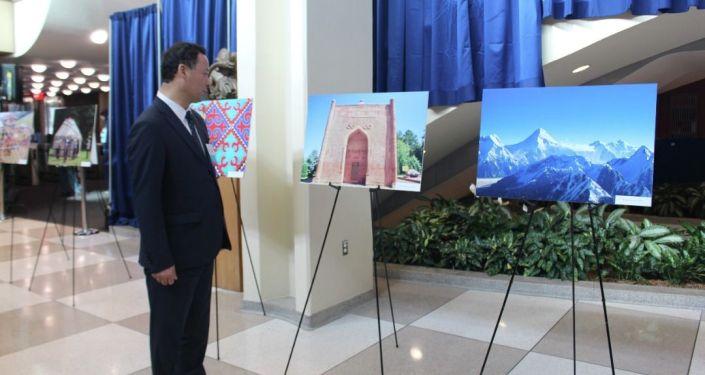 Министр иностранных дел Кыргызской Республики Руслан Казакбаев в рамках участия в мероприятиях Недели высокого уровня 76-й сессии Генеральной Ассамблеи ООН открыл фотовыставку, посвященную 30-летию Независимости Кыргызской Республики