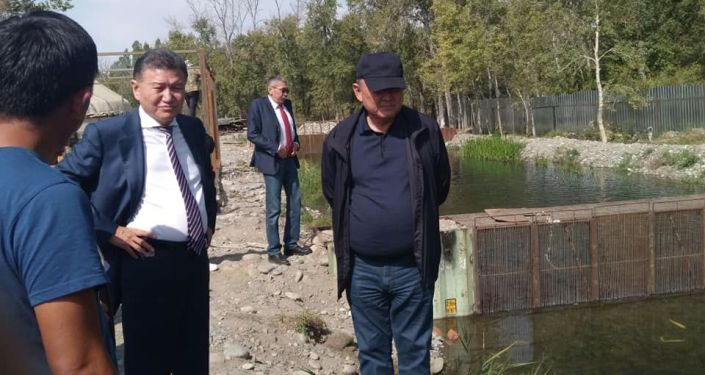 Экс-президент Калмыкии, бизнесмен Кирсан Илюмжинов во время визита в Таласскую область. 20 сентября 2021 года