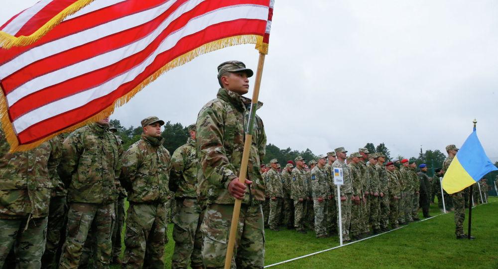 Военнослужащие американских и украинских армий на церемонии открытия военных учений Rapid Trident 2021 под Яворовым