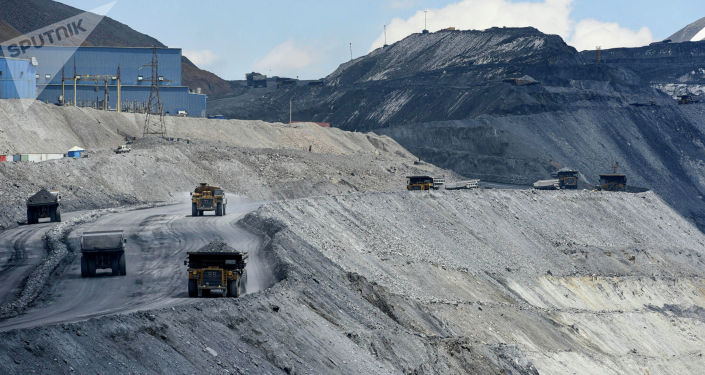 Груженная спецтехника на золотоносном руднике Кумтор Голд Компани в Иссык-Кульской области. 28 мая 2021 года