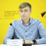 Руководитель Ассоциации рыбных хозяйств Олег Досаев на брифинге в пресс-центре Sputnik Кыргызстан