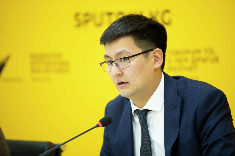 Директор Центра государственно-частного партнерства Санжарбек Болотов на брифинге в пресс-центре Sputnik Кыргызстан