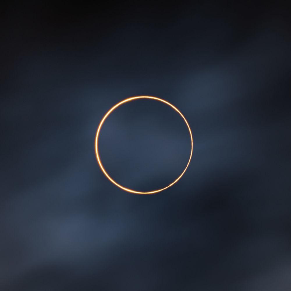 Победителем конкурса стал китайский фотограф Шучан Донга со снимком Золотое кольцо. Фото кольцеобразного солнечного затмения было сделано в Тибете 21 июня 2020 года.