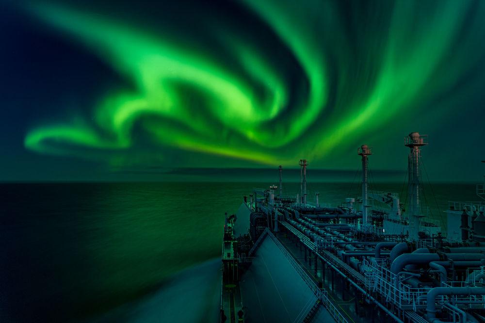 Кадр Танец полярного сияния российского фотографа Дмитрия Рыбалки победил в категории Северное сияние