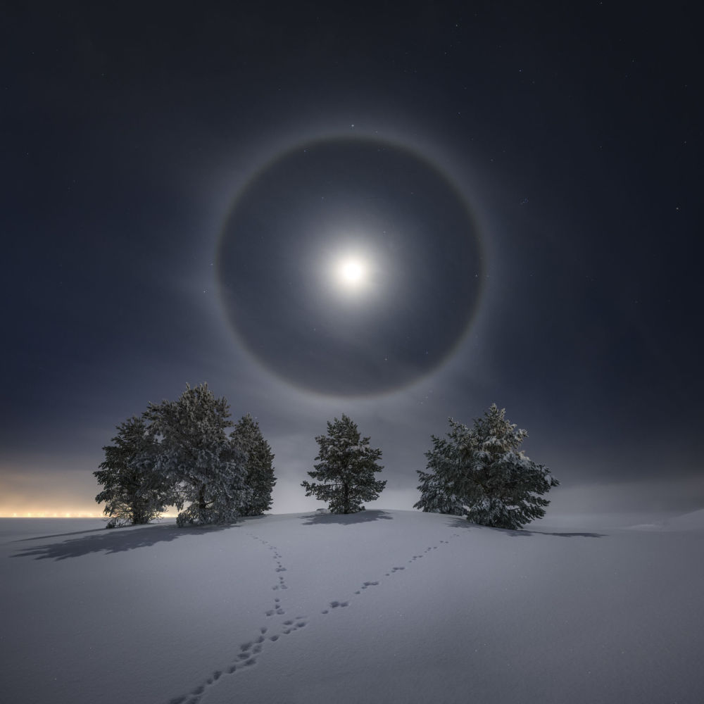 Фото Лунное гало шведа Горана Стрэнда заняло второе место в категории Наша Луна